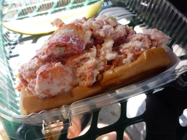 Kelly's Roast Beef Lobster Roll