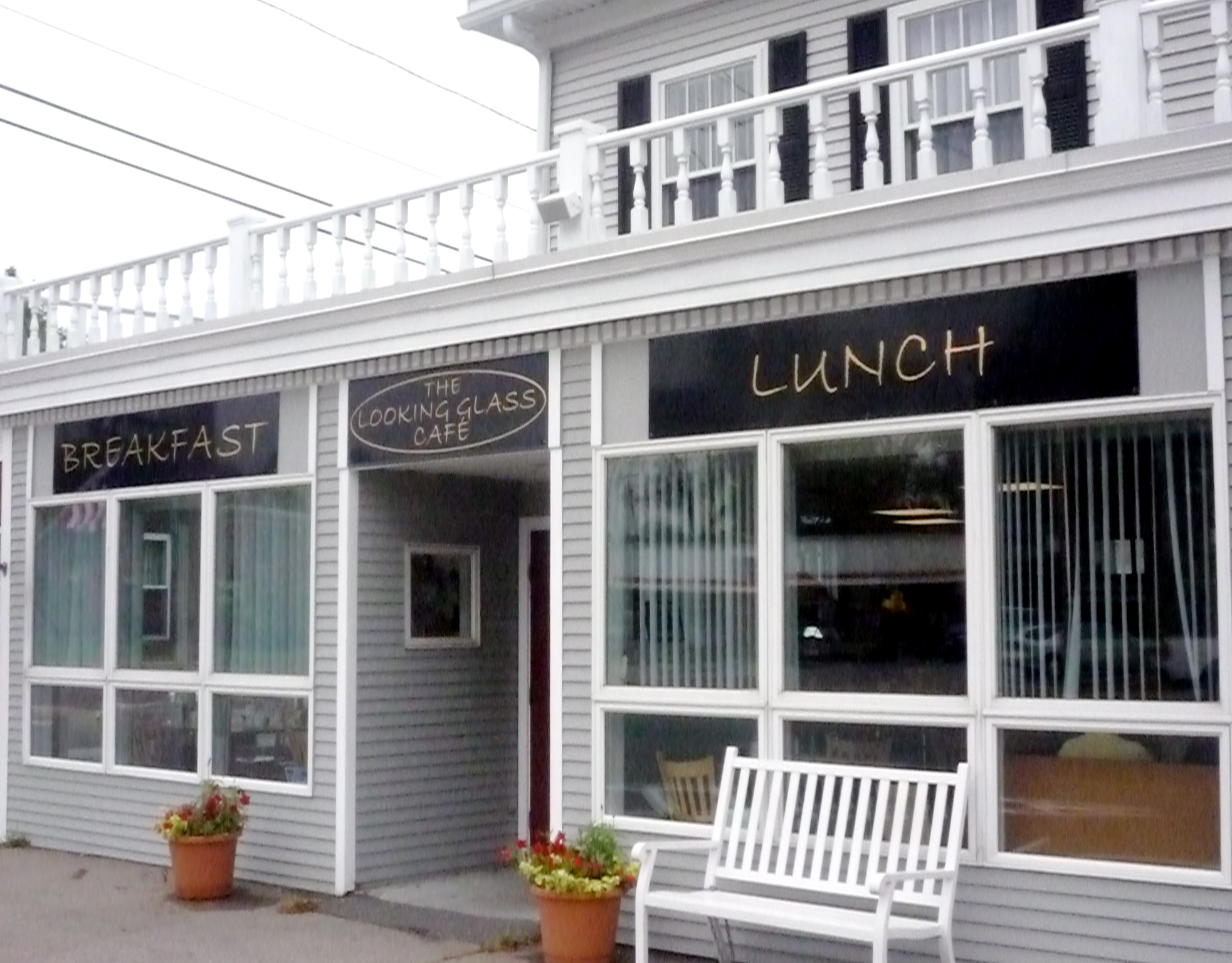 Looking Glass Cafe, Wrentham, Mass., Goes Beyond Affordable Diner Food