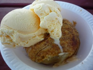 Brookfield Orchards apple dumpling with vanilla ice cream (photo by Eric)