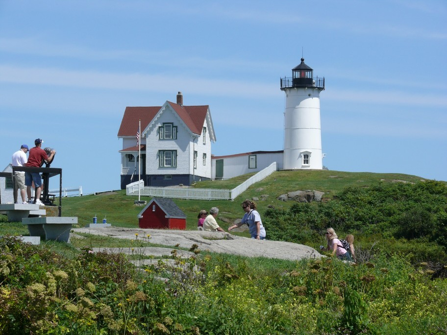 This Maine Lighthouse Picnic is Sure to Please Everyone