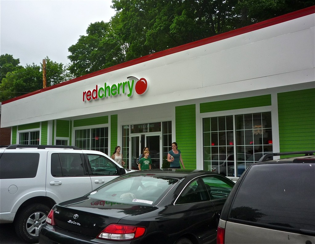 Colorful exterior of Red Cherry frozen yogurt, Walpole MA (photo by Eric)