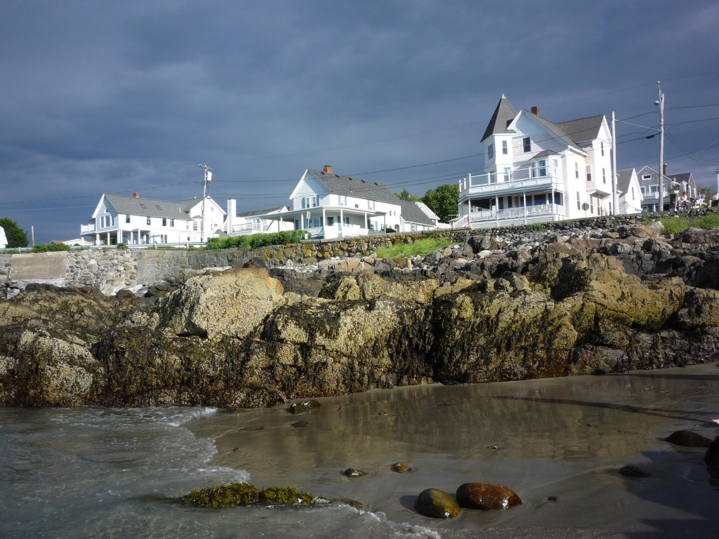Photo of rocky coast and big homes at Short Sands Beach