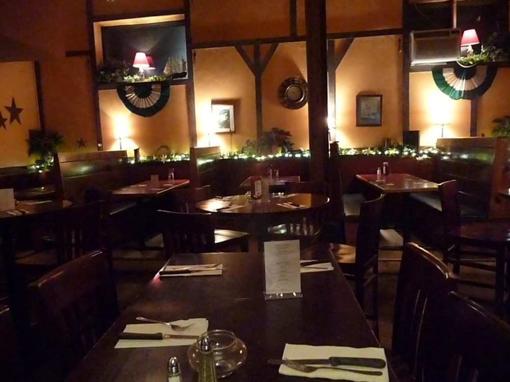 Just before the crowds: cozy dining room at Finnegan's Wake in Walpole MA