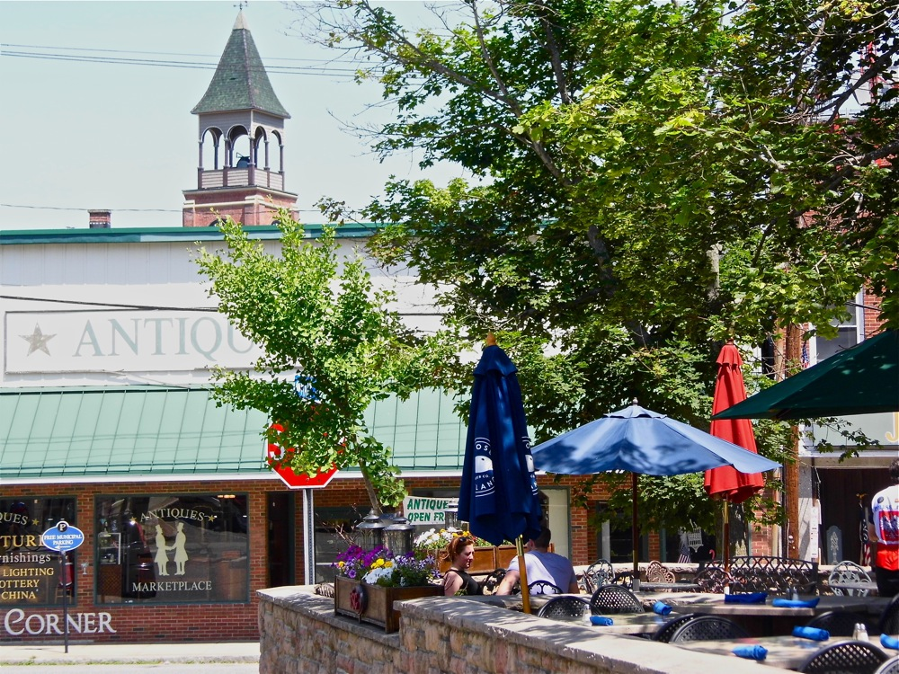 Antiques shopping and outdoor dining highlight downtown Putnam CT.