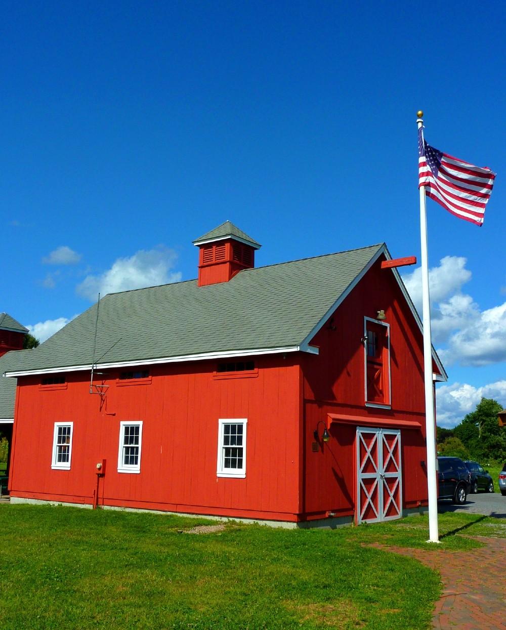 The red barn at Adams Farm i Walpole, Mass.